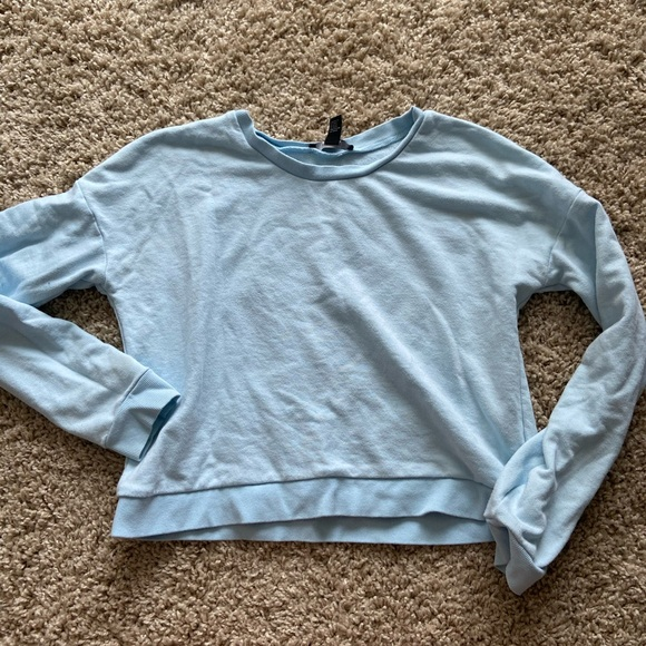 Forever 21 Tops - Forever 21 cropped shirt